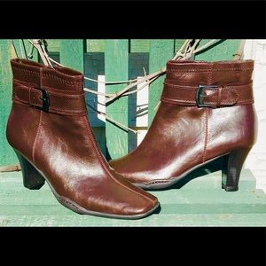 Brown Ankle Boots Like New A2 by Aerosoles Size:9